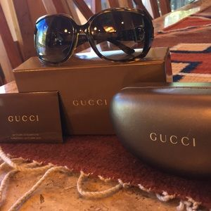 Authentic Gucci tortoise sunglasses w/case &box